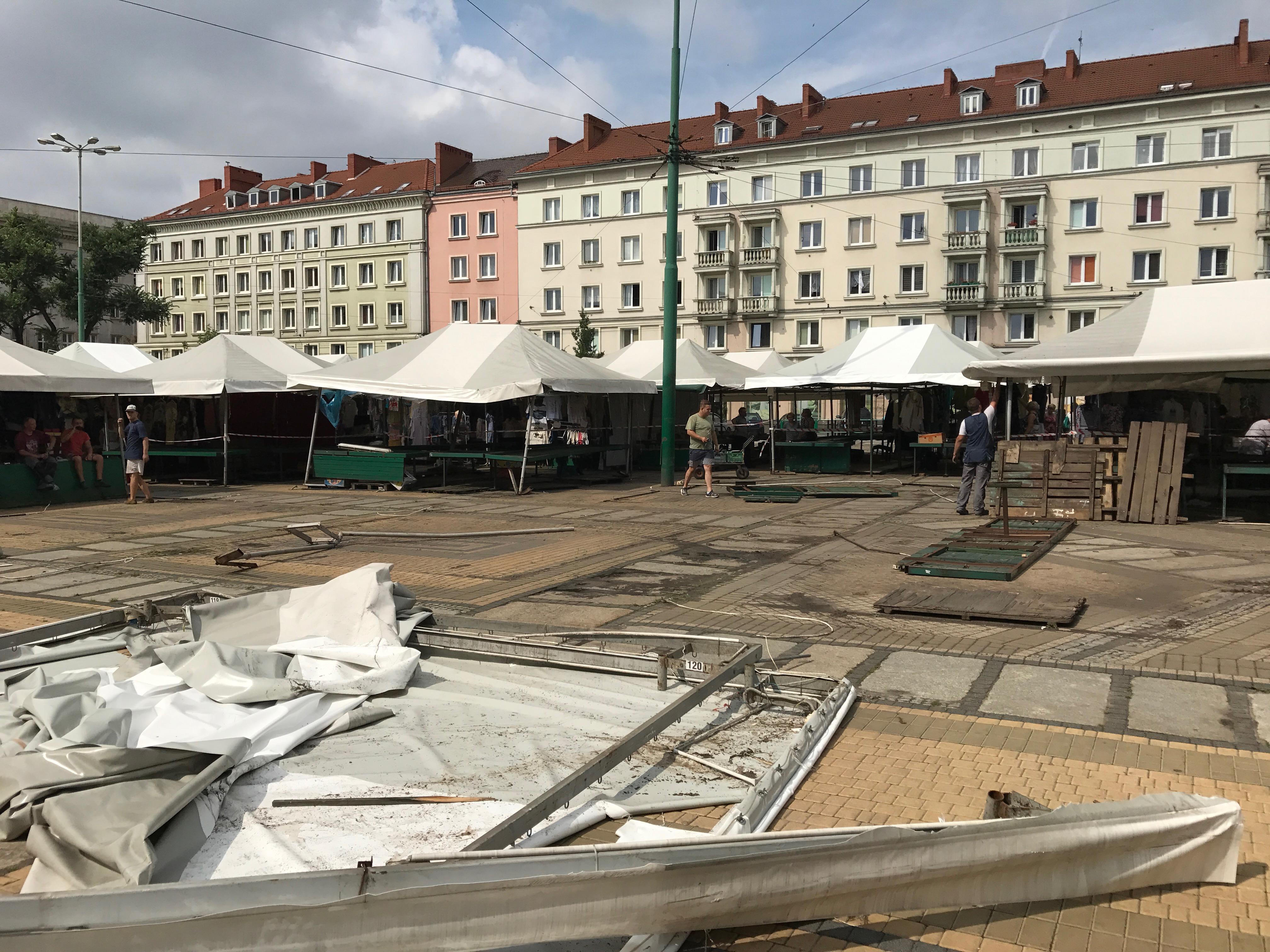 Plac Wielkopolski po nocnej nawałnicy